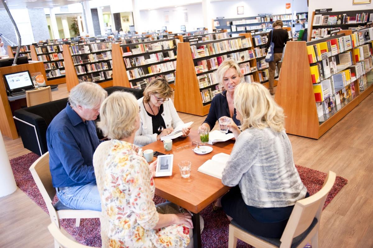Bibliotheek Huizen Openingstijden : Bibliotheek laren gooi uur per week open